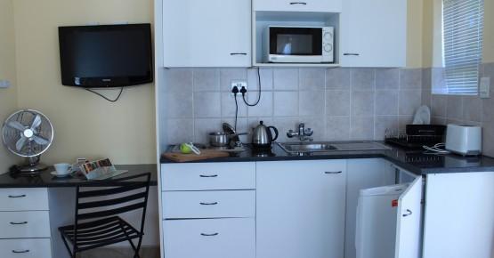 chalet kitchen 1